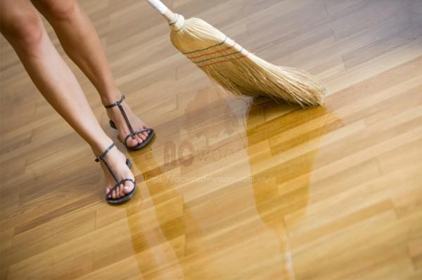 đánh bóng sàn gỗ cực đơn giản