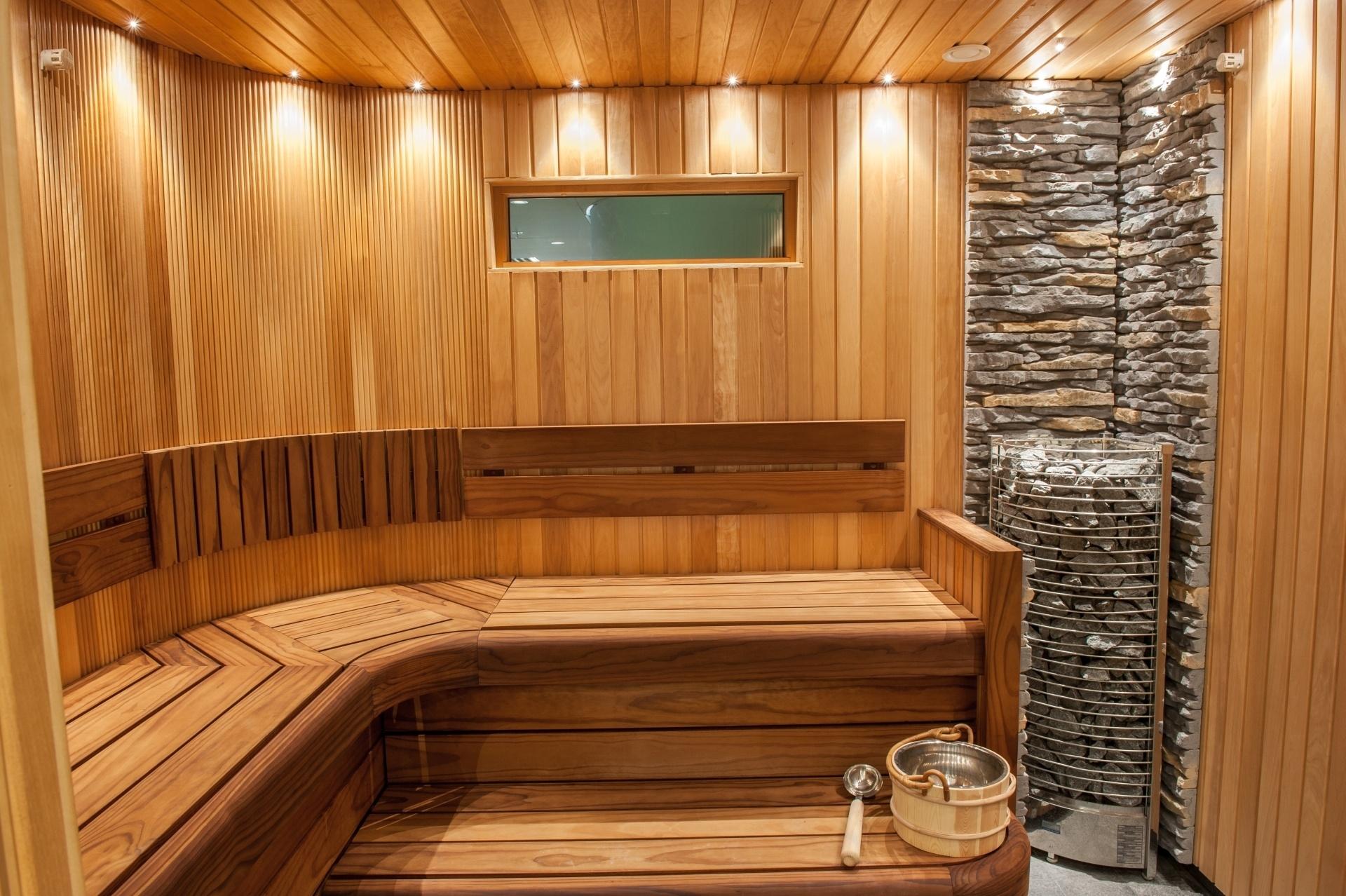 Việc lắp đặt sàn gỗ tại nhà cần đảm bảo đúng kỹ thuật để không gian nhà ở trông dễ nhìn nhất có thể